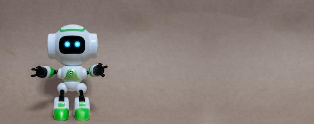 Robot y tecnología industrial sobre un fondo gris.