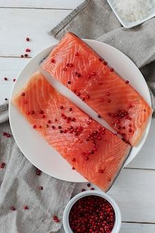 Rodajas de salmón, comida sana