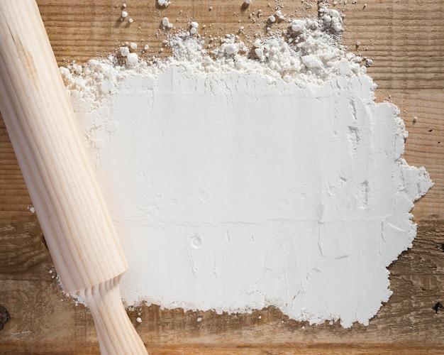 Rodillo de vista superior en harina blanca