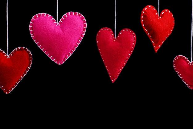 Rojo sintió corazones en una cuerda