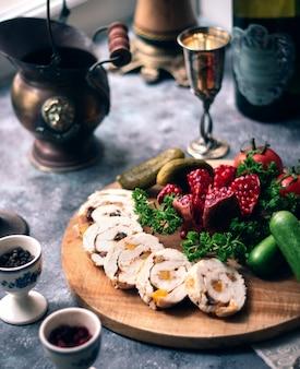 Rollitos de pollo con pepino y granada
