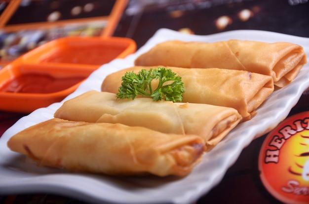 Rollitos de primavera de alimentos de indonesia