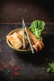 Rollitos de primavera con verduras y gambas
