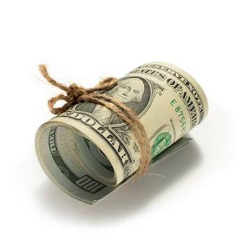 Rollo de dólares atados con una soga