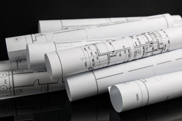 Rollo de papel de planos arquitectónicos y planos.