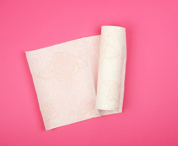 Rollo retorcido de servilletas de papel blanco suave para cara y manos