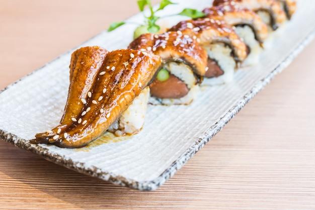 Rollo de sushi de anguila