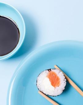 Rollo de sushi en primer plano