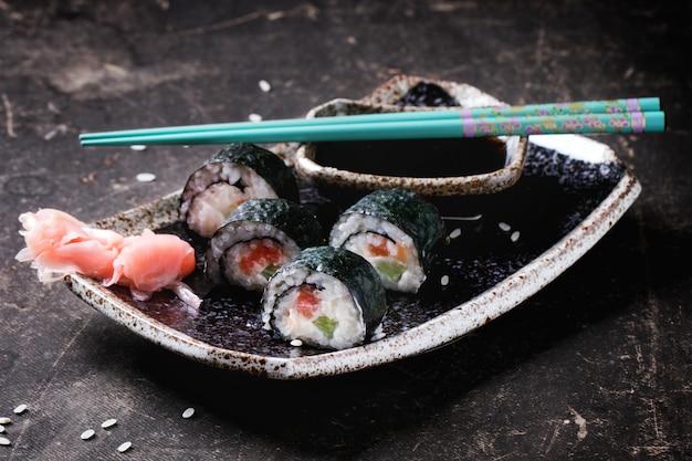 Rollos de sushi en concreto