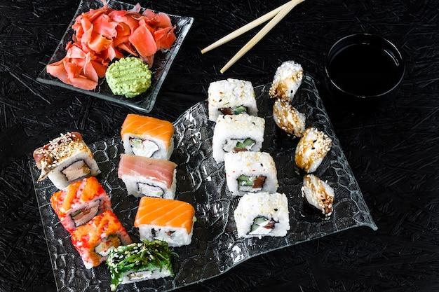 Rollos de sushi. nigiri. maki. set de sushi