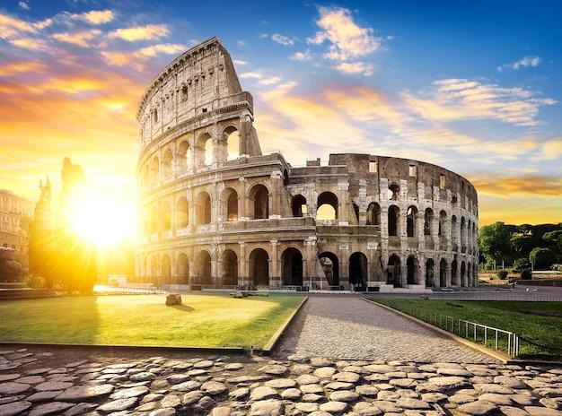 Roma y coliseo, italia