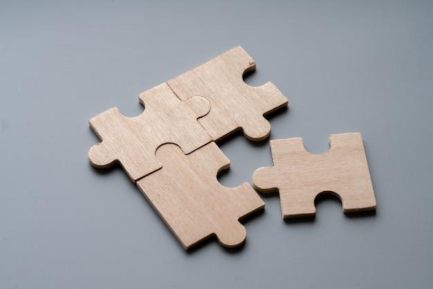 Rompecabezas de madera por concepto de negocio