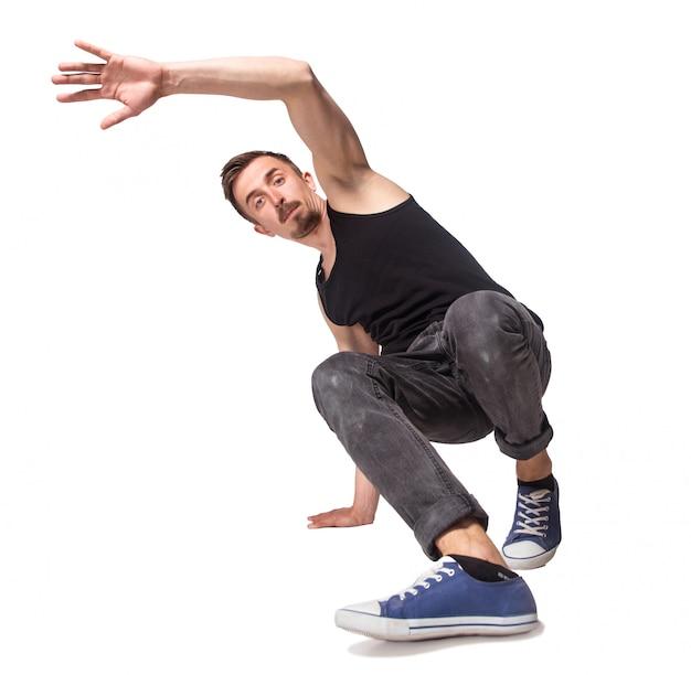 Romper bailarín haciendo una parada de manos contra un fondo blanco.