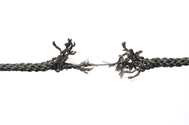 Rompiendo cuerda. aislado en blanco