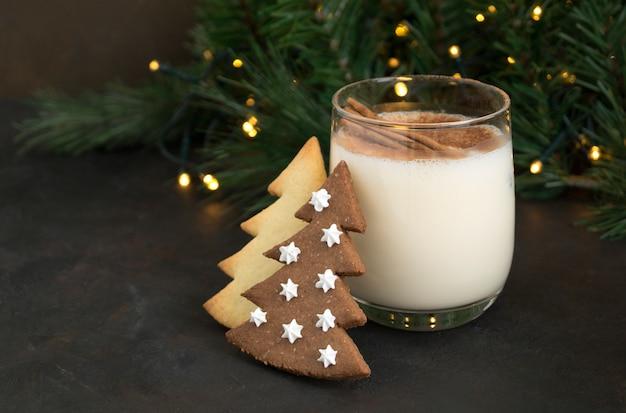 Rompope de navidad y galletas.