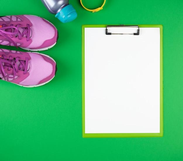 Ropa deportiva femenina para deportes y fitness, vista superior, verde