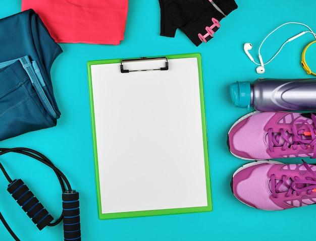 Ropa deportiva femenina para deportes y fitness, vista superior.