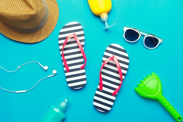 Ropa de playa y accesorios en azul