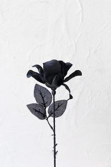 Rosa artificial con pétalos negros