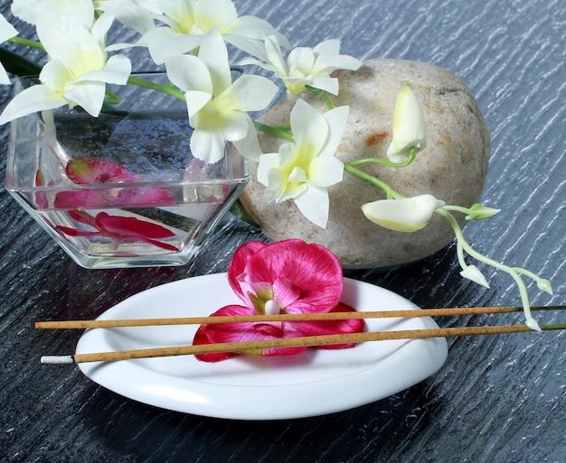 Rosa orquídea con sales de baño rosa