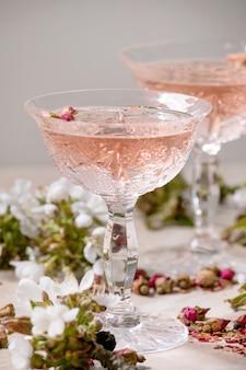 Rosa rosa champagne o limonada