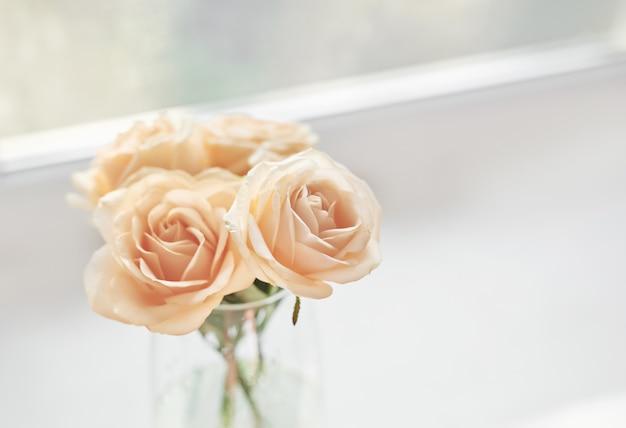 Rosas para el día de la madre, tarjeta de plantilla para el 8 de marzo