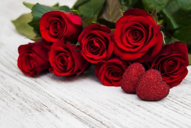 Rosas rojas y corazon
