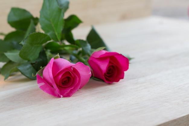 Rosas rosadas en el día de san valentín, fondo romántico