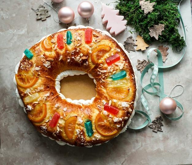 Roscon de reyes, rosca de reyes o pastel de epifanía, pastel de reyes