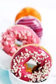 Rosquillas coloridas y sabrosas