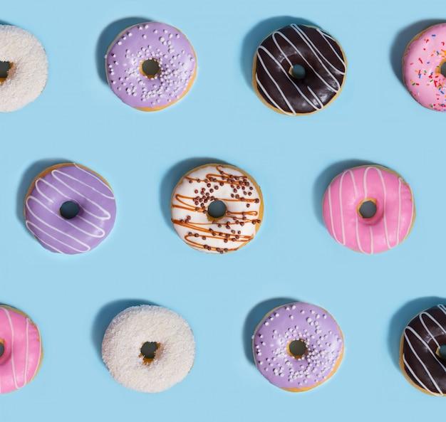 Rosquillas de dulces coloridos, composición del patrón