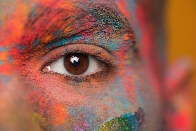 Rostro en pintura en polvo