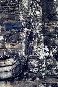 Rostros de piedra antigua del templo de bayon, angkor wat, siam reap, camboya.