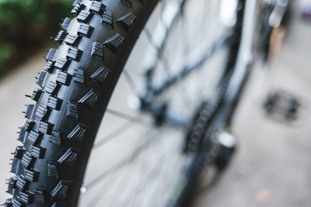 Rueda y neumático de bicicleta en perfecto estado