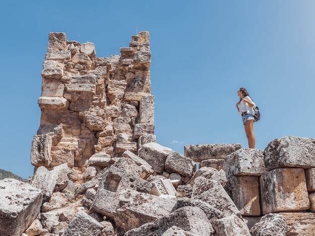 Ruina de la ciudad de hierápolis en turquía en pamukkale.