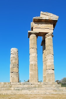 Ruinas de la antigua acrópolis. rodas, grecia