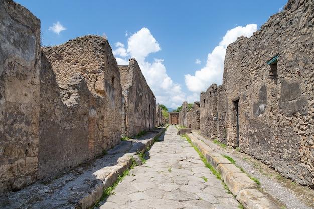 Ruinas de la antigua ciudad romana de pompeya, provincia de nápoles, campania, italia.