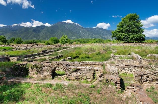 Ruinas antiguas en dion, grecia.