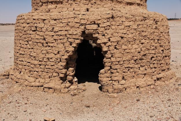 Ruinas del antiguo templo egipcio en la isla sai, nubia, sudán