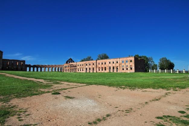 Ruinas del palacio de ruzhany, bielorrusia