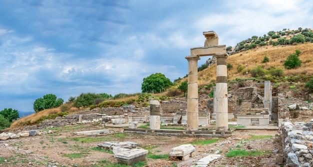 Ruinas de prytaneion en la antigua éfeso, turquía