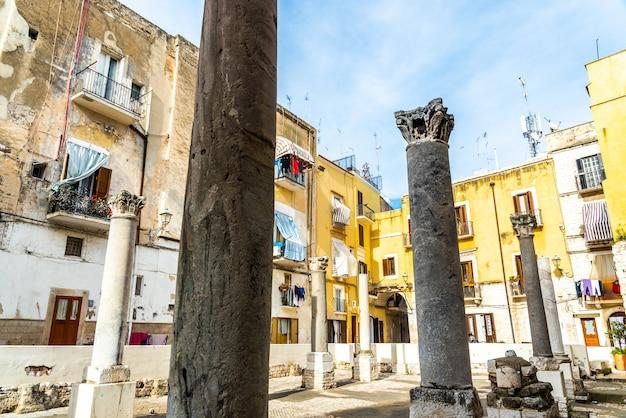 Ruinas de santa maria del buon consiglio, restos de las columnas de esta antigua iglesia.