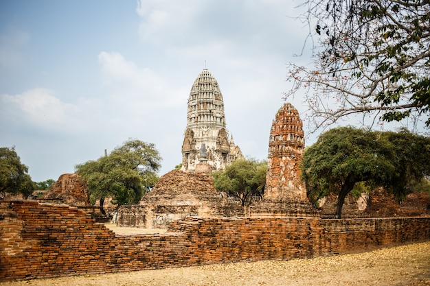 Ruinas del templo de ayutthaya, wat maha that ayutthaya como sitio del patrimonio mundial, tailandia.
