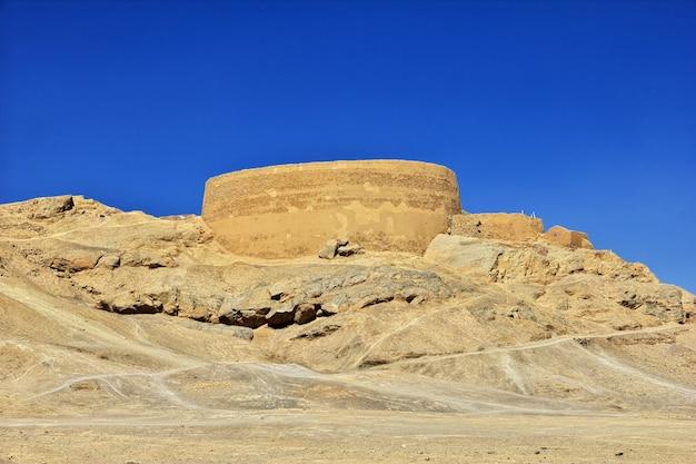 Ruinas zoroástricas en yazd de irán