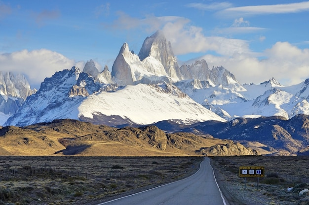 Ruta 40, camino a la patagonia, el chalten, argentina.