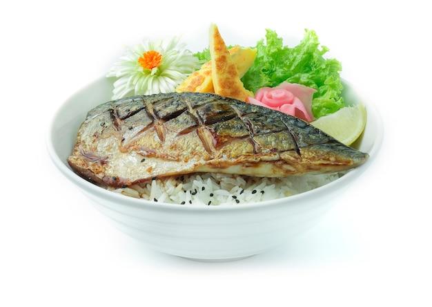 Saba teriyaki don pescado a la parrilla servido con arroz