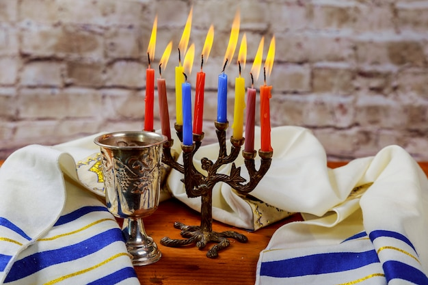 El sábado tradicional judío matzá y ritual del vino