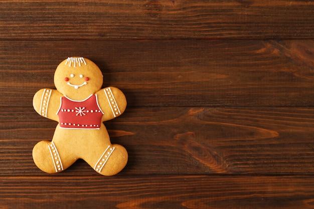 Sabrosa galleta de navidad sabrosa sobre superficie de madera