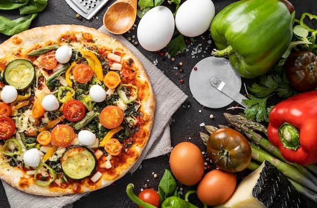 Sabrosa pizza en la mesa