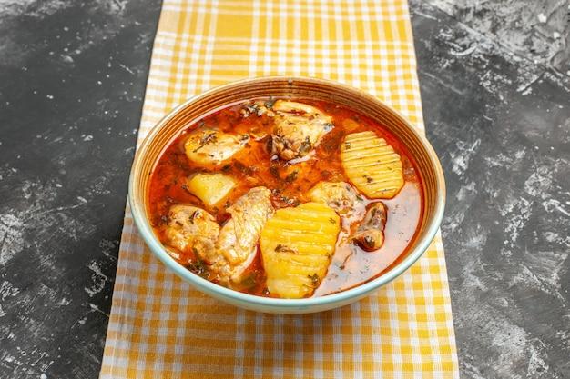 Sabrosa sopa de pollo con patatas